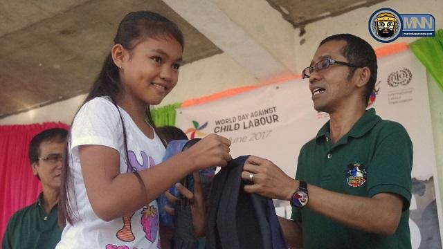 ano ang child labor Ginunita ng department of labor and employment (dole) ang pandaigdigang araw laban sa child labor sa hangad na tuluyan nang matuldukan ang mga uri.